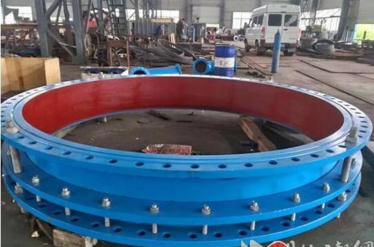 直径4.8米的武汉最大口径阀门(来自湖北日报网)
