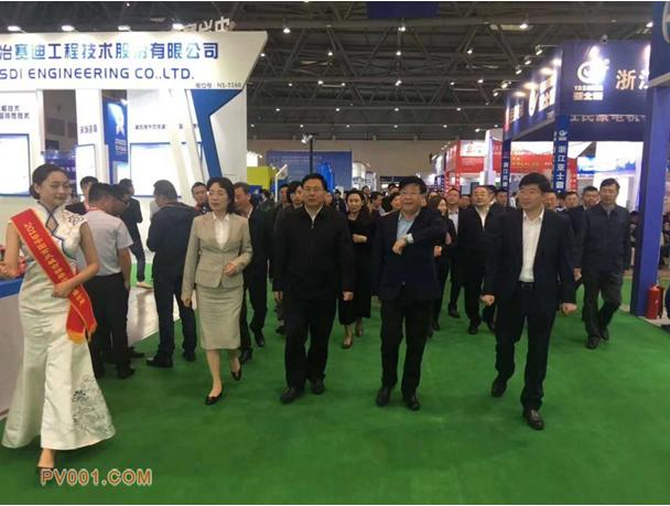 重庆市常务副市长吴存荣巡视2019中国(重庆)长江经济带环保博览会